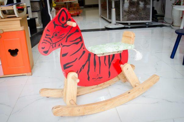 ngựa gỗ cún bập bênh