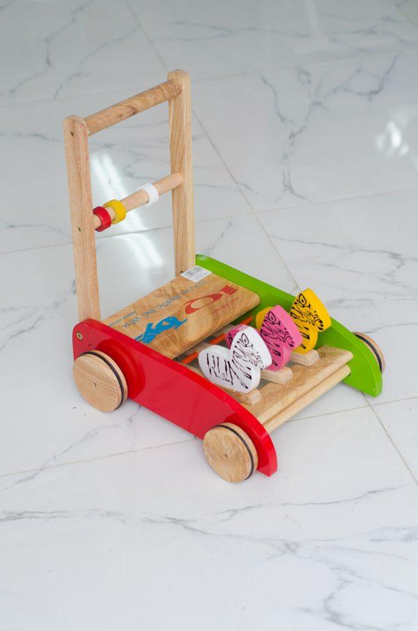 xe tập đi bằng gỗ