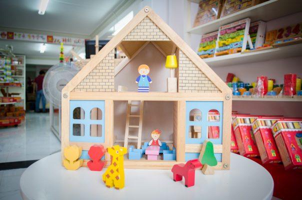 nhà búp bê bằng gỗ