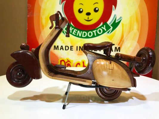 Xe vespa cổ bằng gỗ