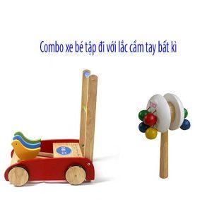 xe tập đi bằng gỗ và lục lạc