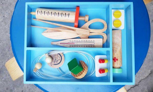 Đồ chơi bác sĩ bằng gỗ cho bé