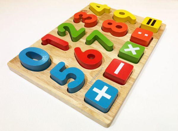 bảng chữ số và dấu bằng gỗ